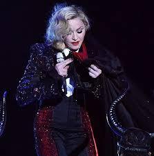 Caída de Madonna en los BRITS AWARDS 2015