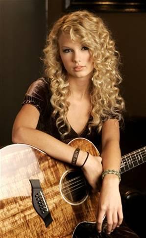 Cuantos años tiene Taylor Swift  en 2015