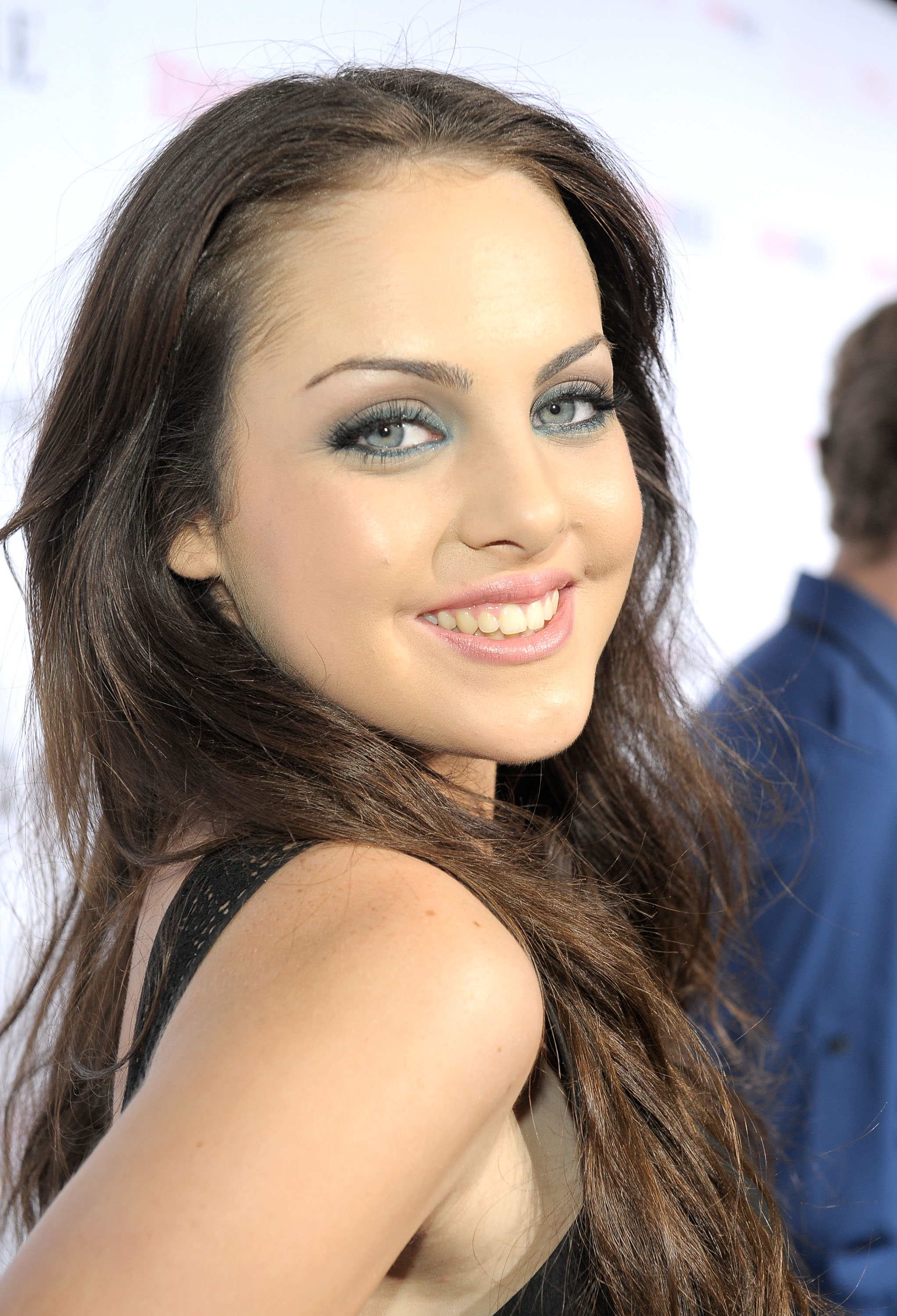 Elizabeth Gillies 2 wallpapers
