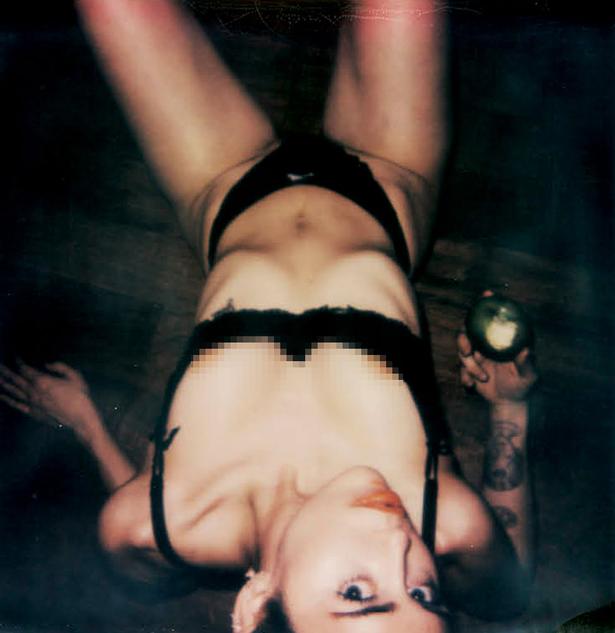 Miley Cyrus totamlente desnuda V Magazine enero  2015