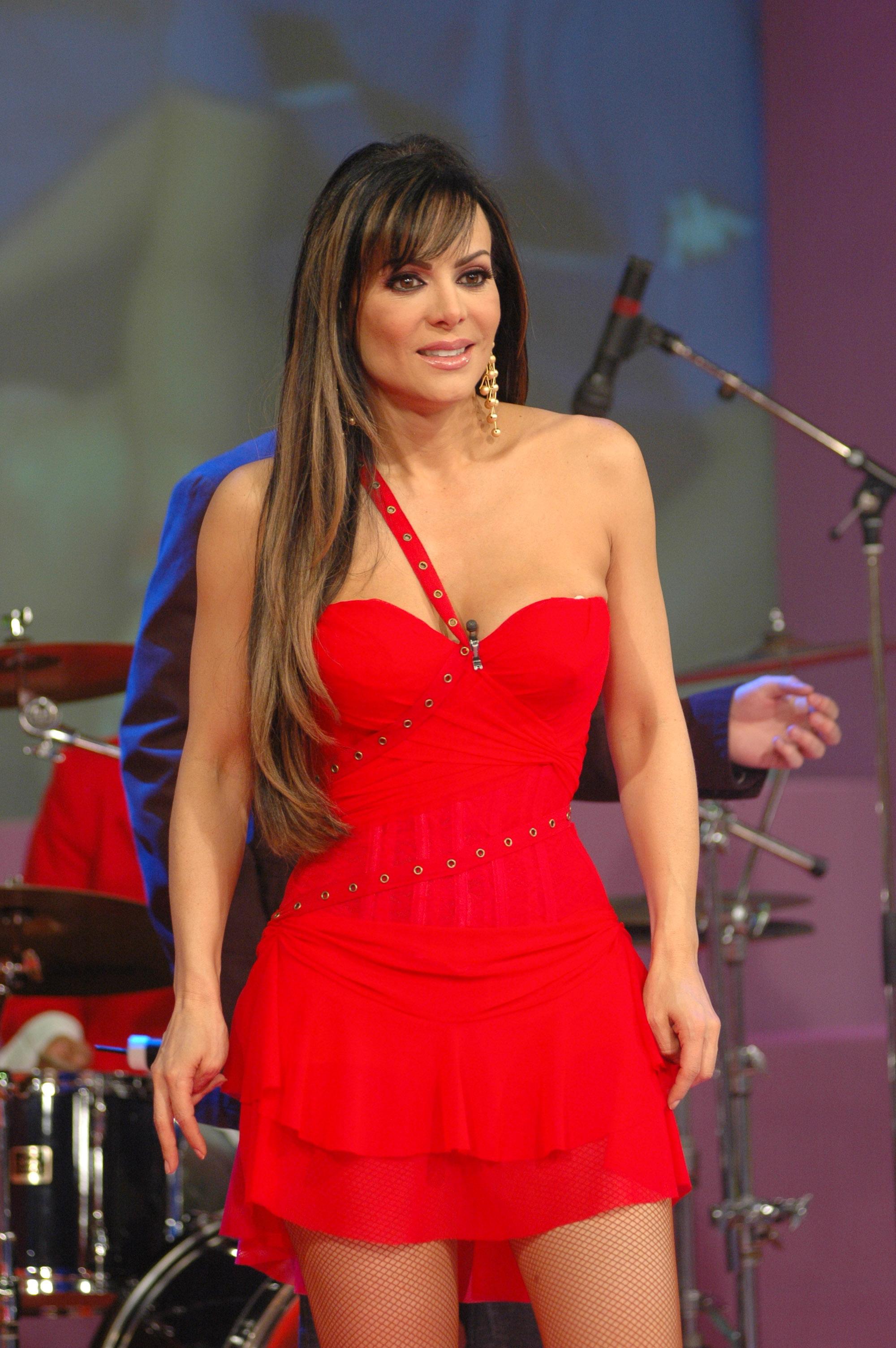 """La cantante y actriz Maribel Guardia durante la conducción del programa """"Muévete"""", realizada en los foros de Televisa San Angel, en la Ciudad de México."""