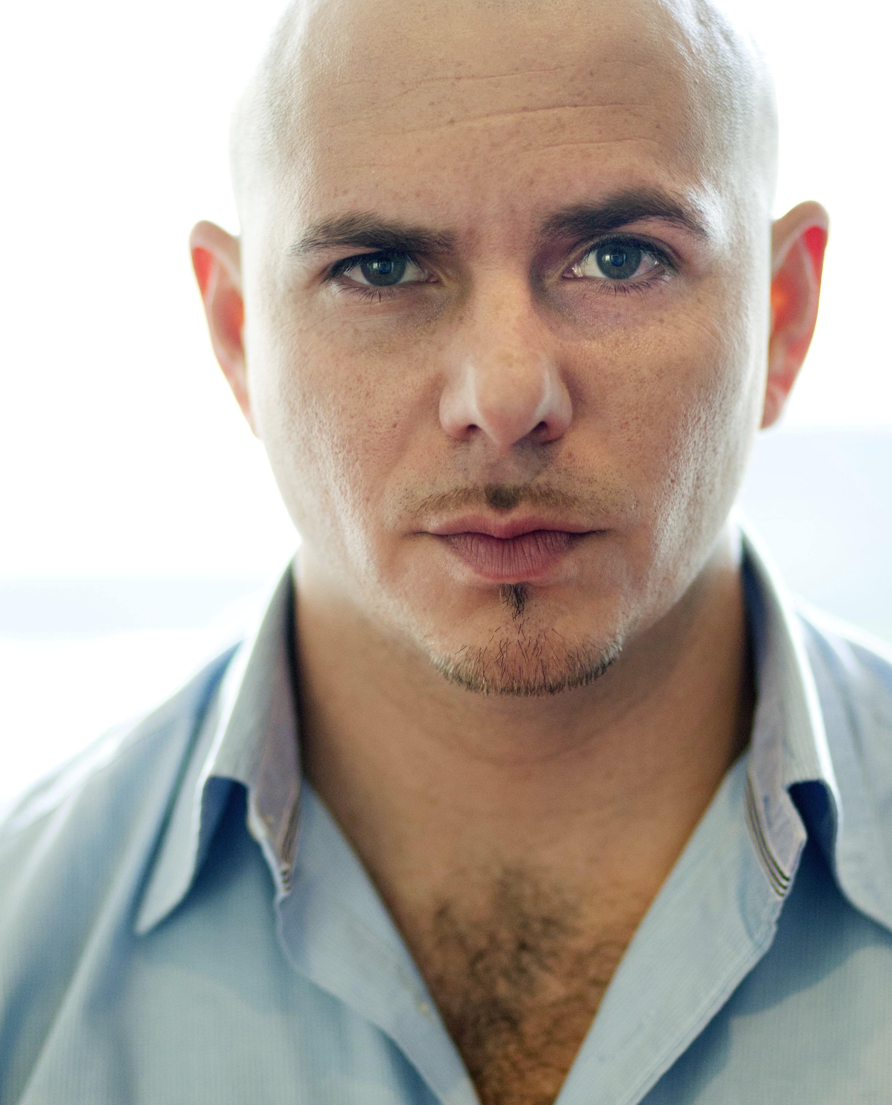 El rapero Pitbull posa para una fotografía en Los Angeles el miércoles 22 de junio de 2011. (Foto AP/Matt Sayles)