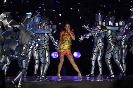katy-perry-performs-super-bowl-halftime (1)