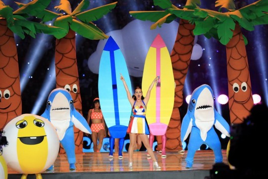 katy-perry-performs-super-bowl-halftime (3)