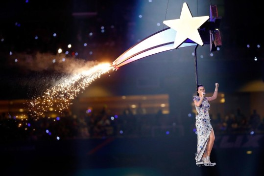 katy-perry-performs-super-bowl-halftime (5)