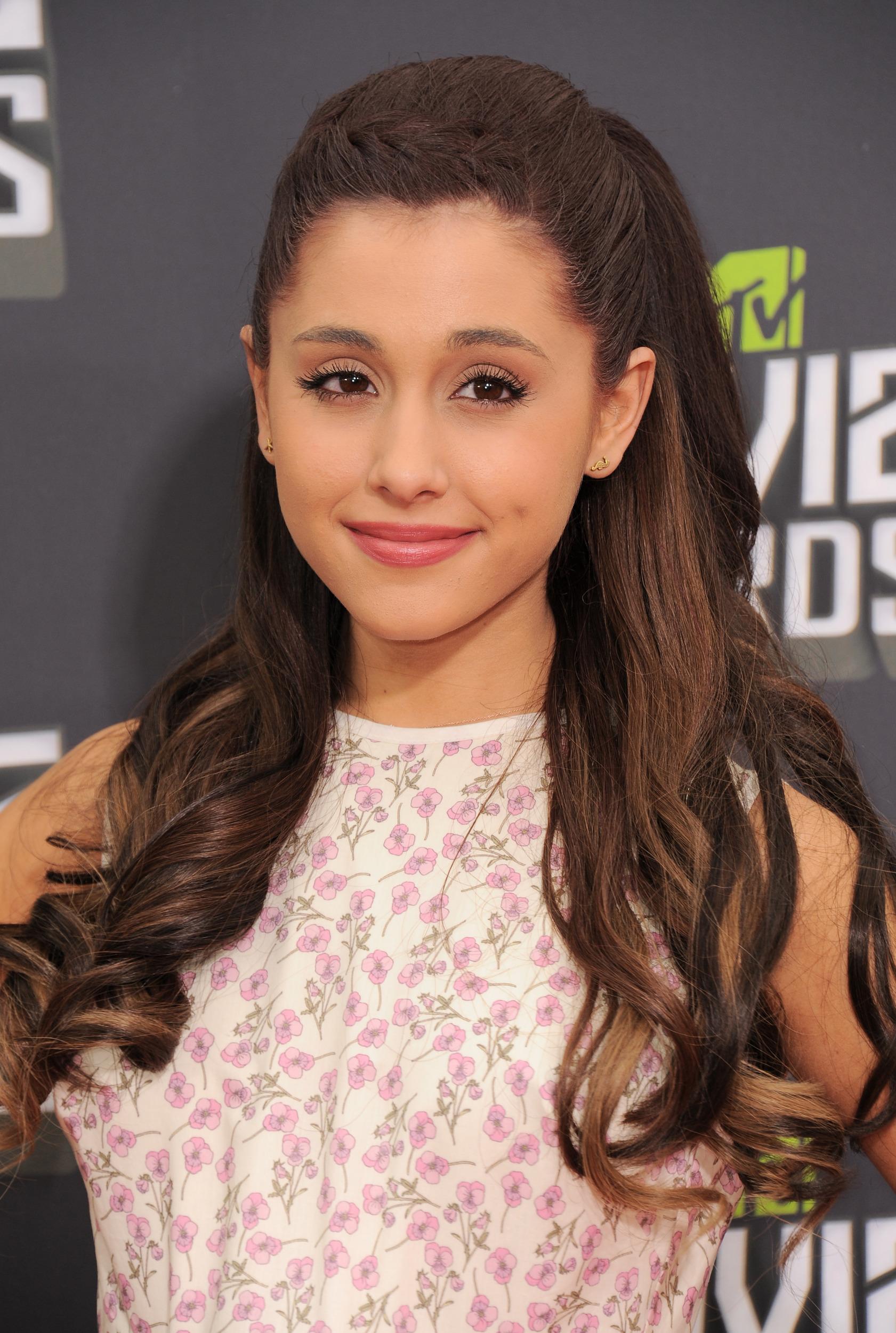 Ariana Grande fotos pelo