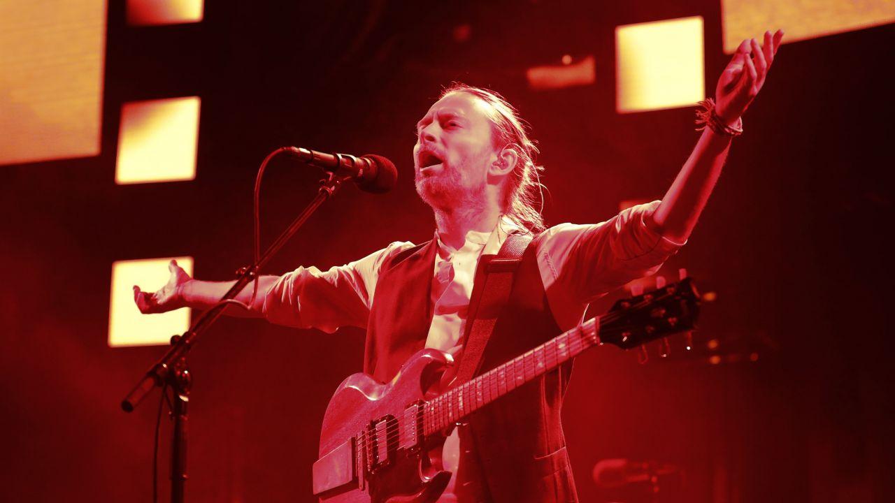 radiohead toca creep por primera vez despues de 6 años en paris francia 2016