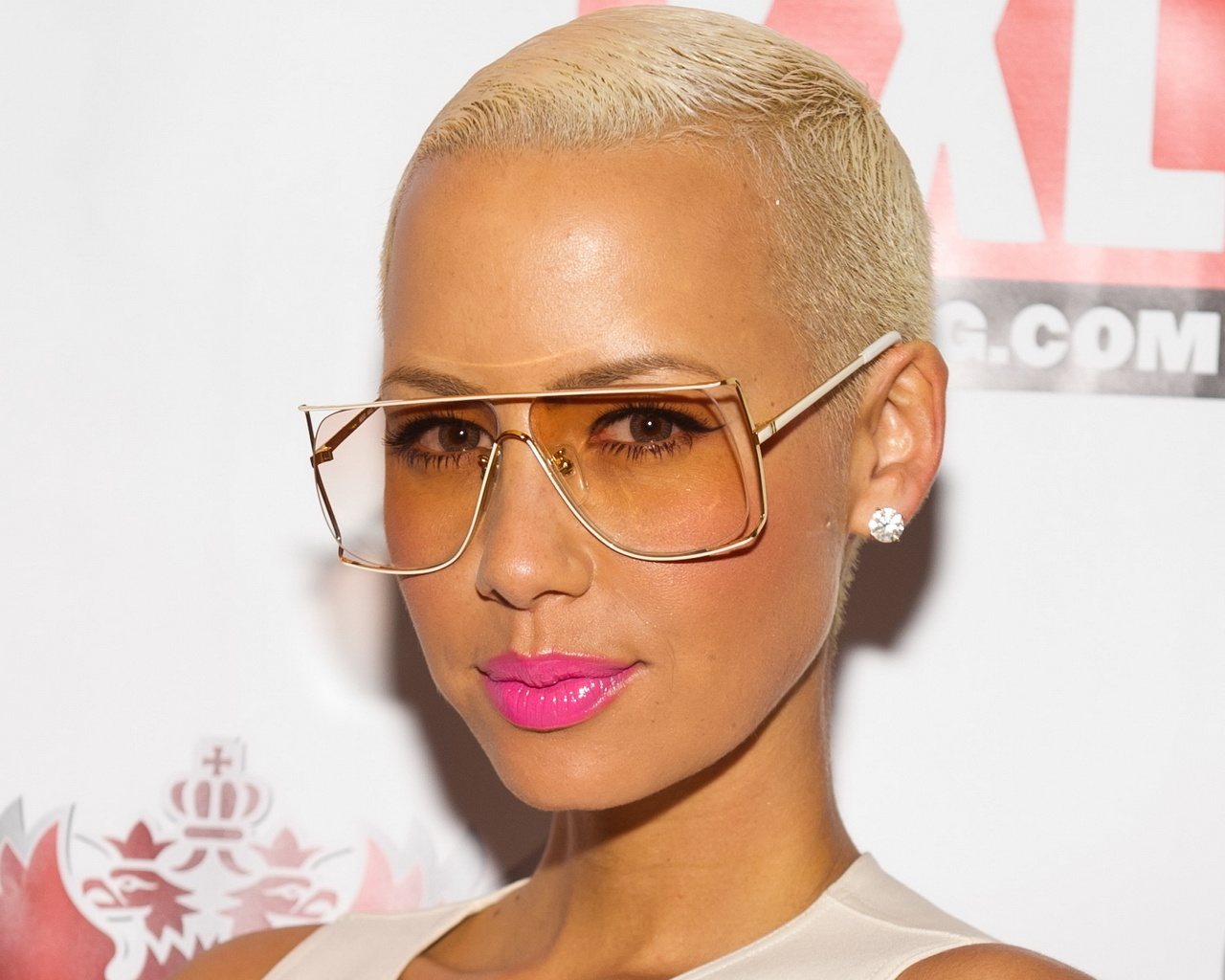 Amber-Rose- wall paper